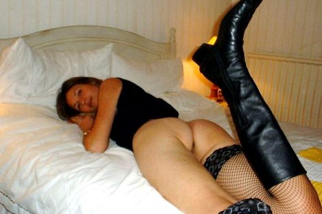 Madeleine veut une levrette dans son lit